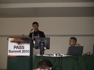 Т.К.Ананд и Ашвини Шарма (главные менеджеры программ Microsoft BI)